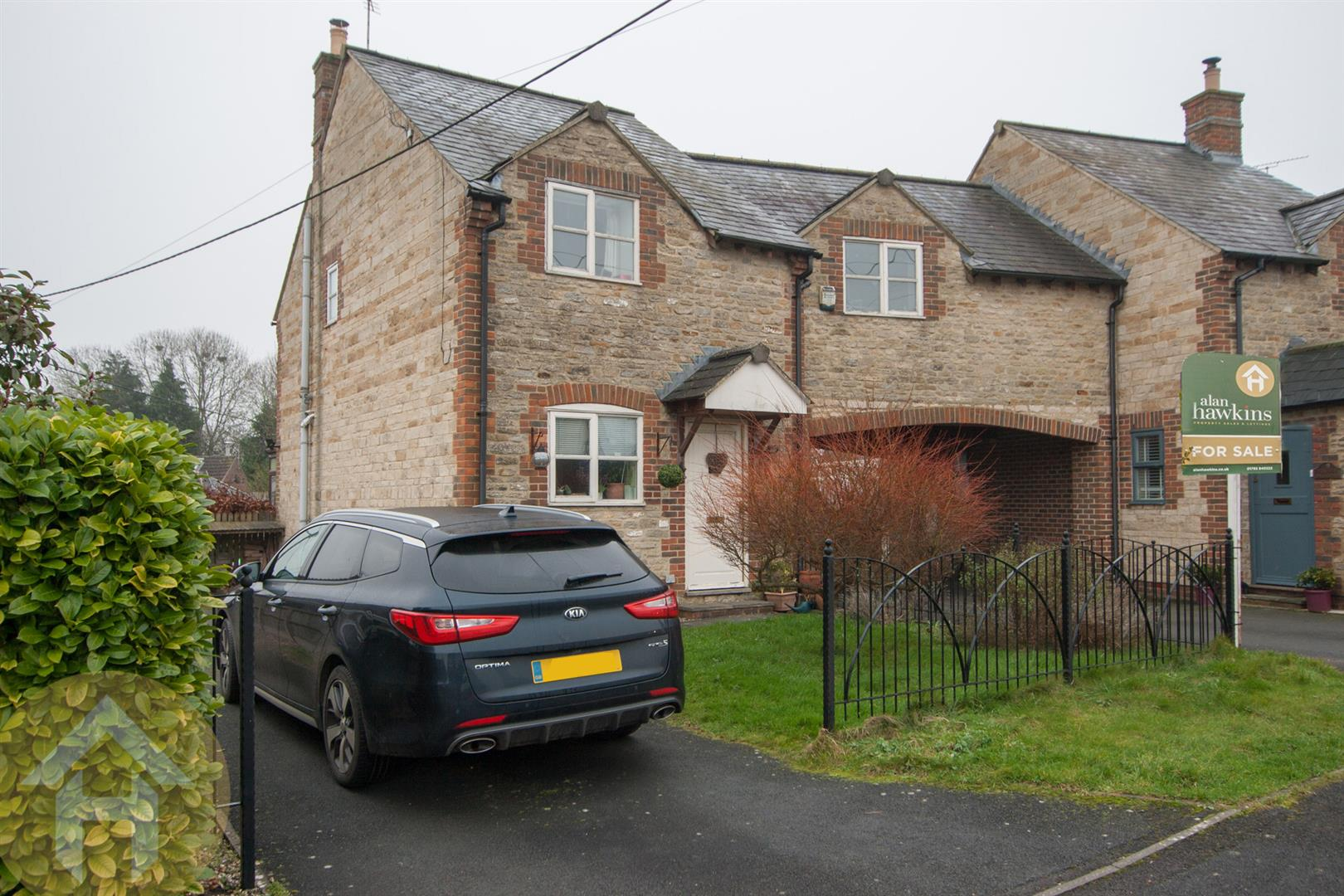 3 Bedrooms Semi Detached House for sale in The Olde Bakehouse, Brinkworth, SN15
